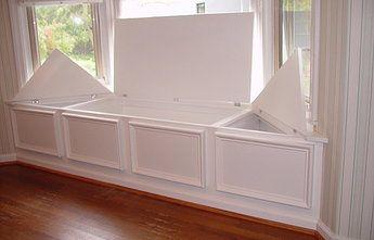 bench design for bay window in kitchen