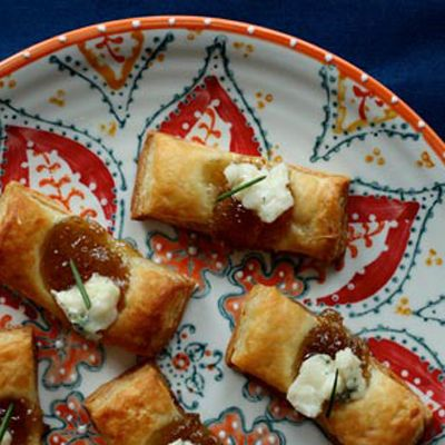 Fig and blue cheese bites are a perfect party snack.
