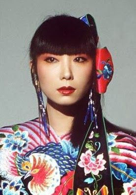 Sayoko Yamaguchi, who was a Japanese model, was wearing the Kansai's 1983 Spring-Summer Collection in Paris.