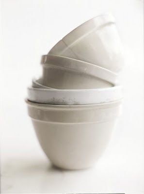 Bowls in white and cream...