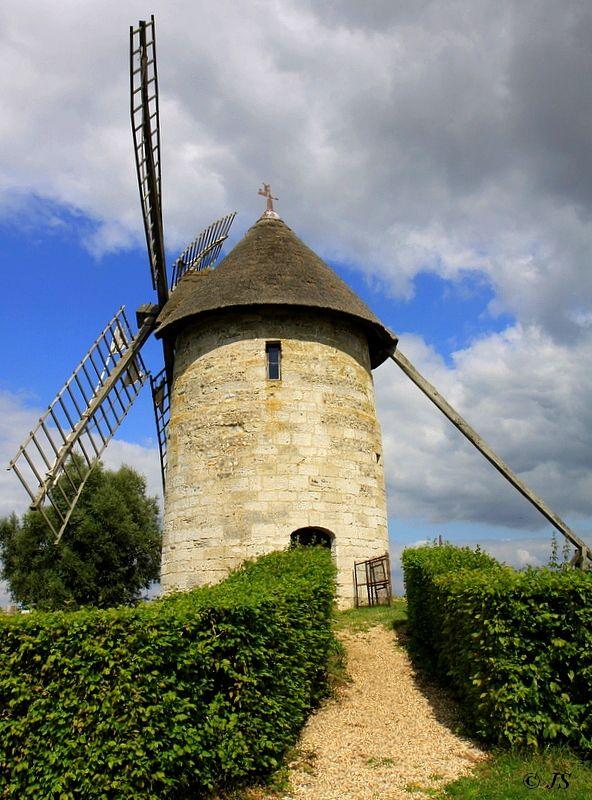 Haute-Normandie, Thiberville,  Eure - Moulin à vent
