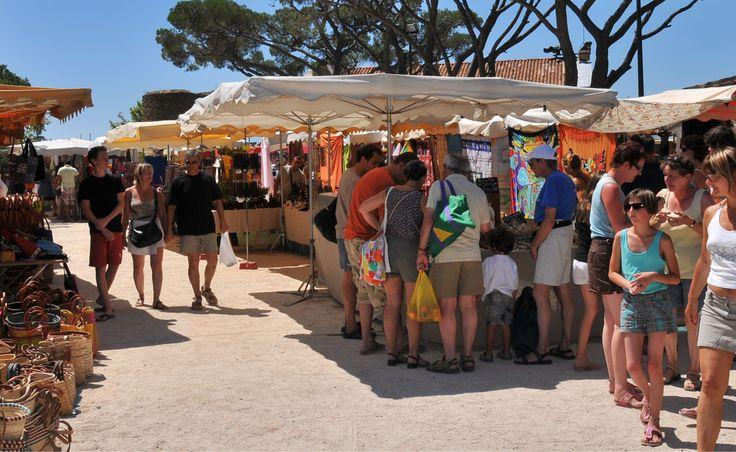 Marché Office de tourisme de Bormes-les-Mimosas, Var (83), France