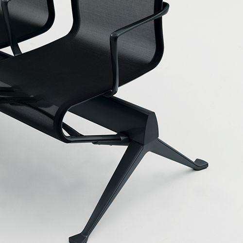 Flowting Frame til offentlige rum. Komfort og funktion giver Frame serien et vellykket design, der gennem årene er blevet et designikon. Se mere her.