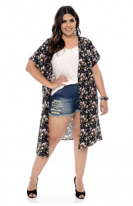 18ca1b023 Blusa plus size estilo kimono confeccionada em viscose em estampa floral e  fundo preto. Blusa