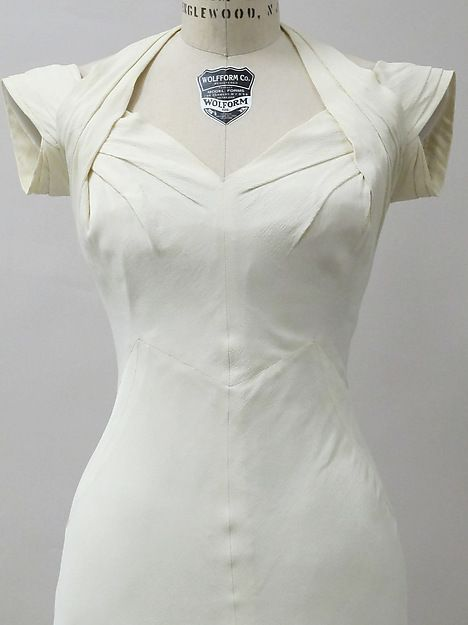 Evening dress - Charles James - 1933 - Rayon 7 Love this cold shoulder :)
