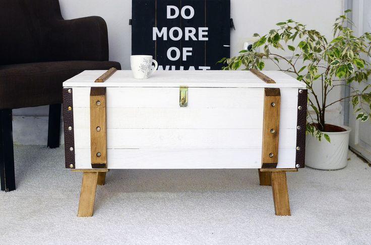 Truhen - Shabby Chic Truhe Frachtkiste Tisch Holzkiste 2  - ein Designerstück von myPiksy bei DaWanda