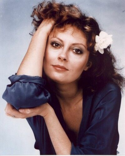 SUSAN SARANDON. Her father was of English, Irish, and Welsh ancestry,[6] his English ancestors being from Hackney in London and his Welsh ancestors being from Bridgend. On her mother's side, she is of Italian descent, with ancestors from the regions of Tuscany and Sicily.