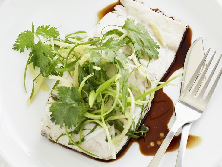 This healthy Asian seafood dinner can be on the table in no time at all. Experience the simplicity of beautifully fragrant steamed fish and rice. #steamed #barramundi