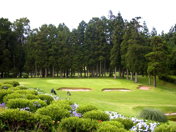 The Azores breathtaking landscape is the perfect setting for unforgettable rounds of golf in an environment of pure nature. The Azores has the perfect weather to play golf all year around, due to the presence of the Golf Stream.