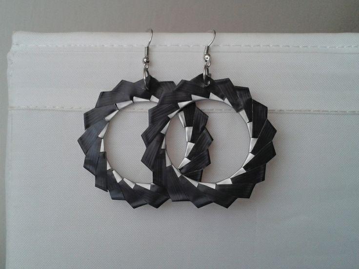 Orecchini a cerchio grigio scuro di Ri-Creando su DaWanda.com