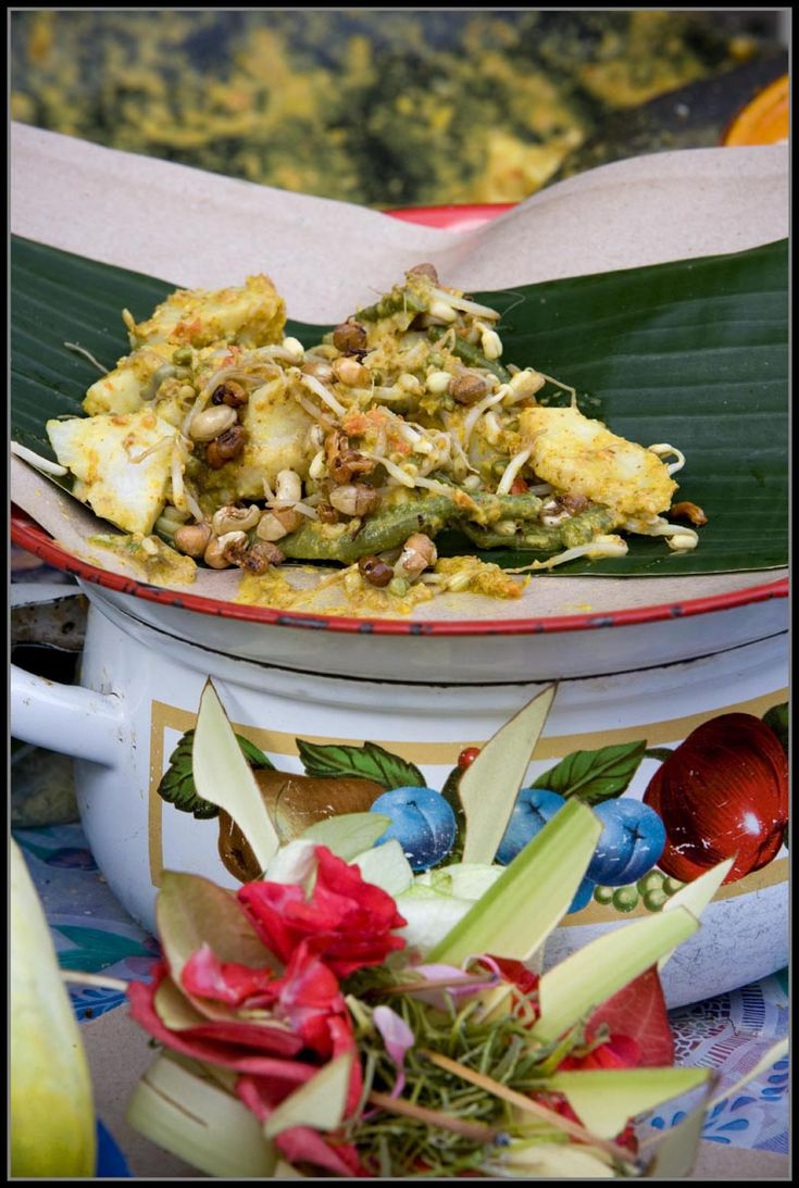 Pecelan - Balinese Vegetable Salad with Peanut and Chili Dressing