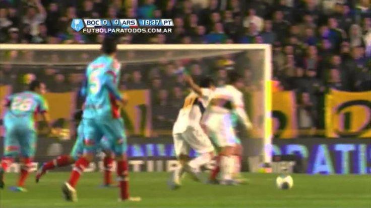 Caño de Riquelme a Mariano González. Boca - Arsenal. Torneo Final 2013. ...
