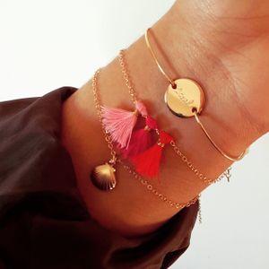 Bracelet Rio. Bracelet en gold filled 14 carats ou argent 925 3 pompons (plusieurs couleurs disponibles).