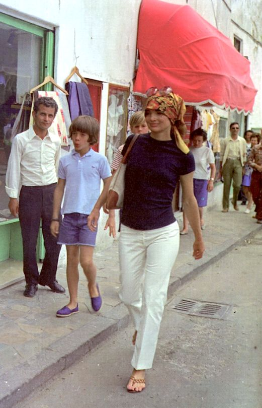 Jackie Kennedy Onassis in Rome- she did have that sense of style