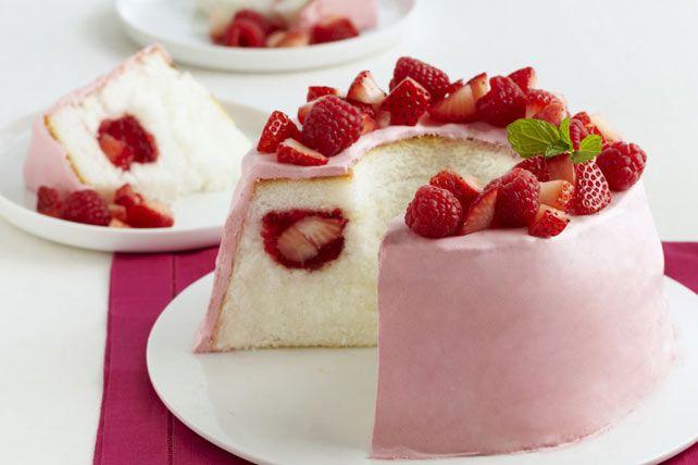 Gâteau « tunnel » margarita aux fraises----------------------------------------------------------Des baies juteuses bien mûres, un succulent glaçage crémeux et un vaporeux gâteau des anges sont réunis dans ce gâteau «tunnel» margarita aux fraises. Comme si ce n'était pas déjà assez divin, ce dessert sans cuisson est bon pour la santé!
