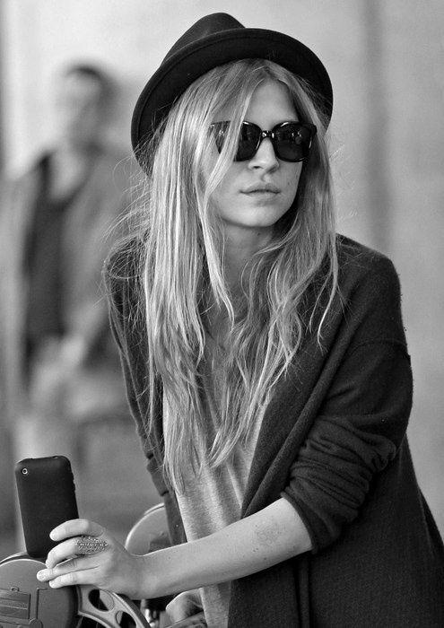Clemence Poesy | Rue sunglasses hat cardigan streetstyle women fashion Style