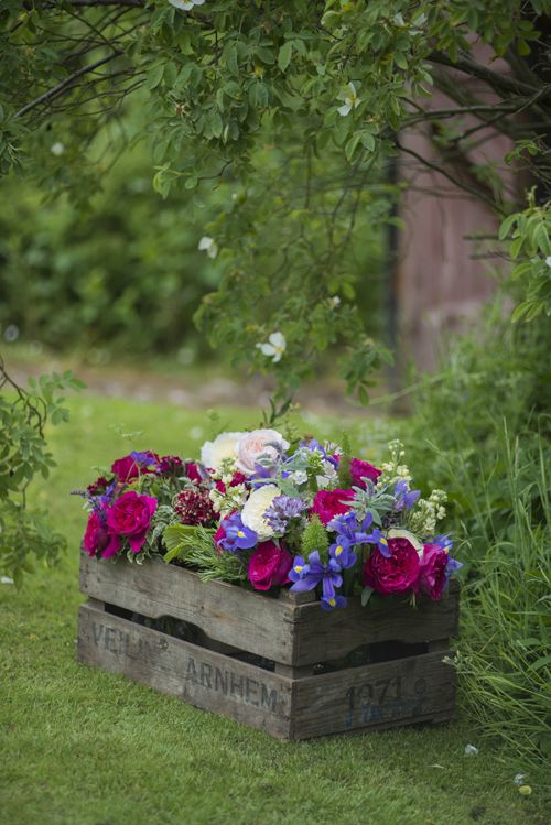 flowers-in-antique-crate  pansies or petunias would be nice.  make a crate with old pallets?