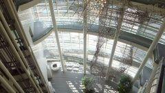 名古屋市の愛知県美術館にはクリムトピカソロダンをはじめとする近現代美術約2 700点藤井達吉氏寄贈の工芸絵画他約1 500点を展示 近代的な真っ白で素敵なデザインの建物が印象的 館内はとても広くゆったりとした造りで有意義に過ごせますよ tags[愛知県]