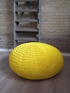 Supernice floorcushion made by Maatwerk in Hooked Zpagetti.