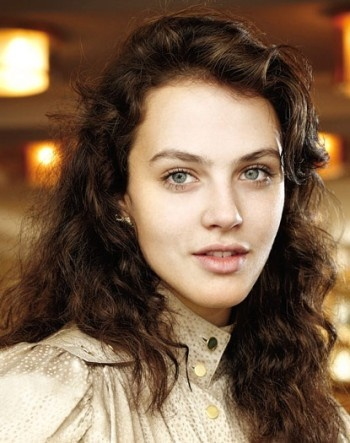 Jessica Brown Findlay Looks like my sissy @Katie Gore with darker hair. But of course my sissy is prettier!