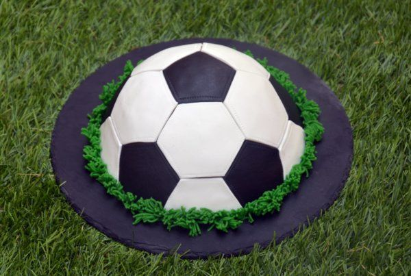 focilabda torta fondant borítással, útmutató lépésről-lépésre  soccer ball cake tutorial
