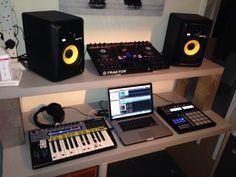 home recording studio  http://ehomerecordingstudio.com/recording-studio-pictures/
