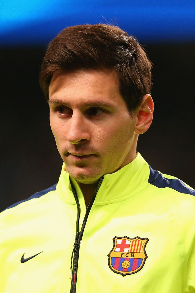 Lionel Messi of Barcelona lines up during the UEFA Champions League Round of 16 match between Manchester City and Barcelona at Etihad Stadium on February 24, 2015 in Manchester, United Kingdom.