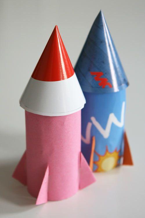 Dans l'espace, des fusées de carton | La cabane à idées