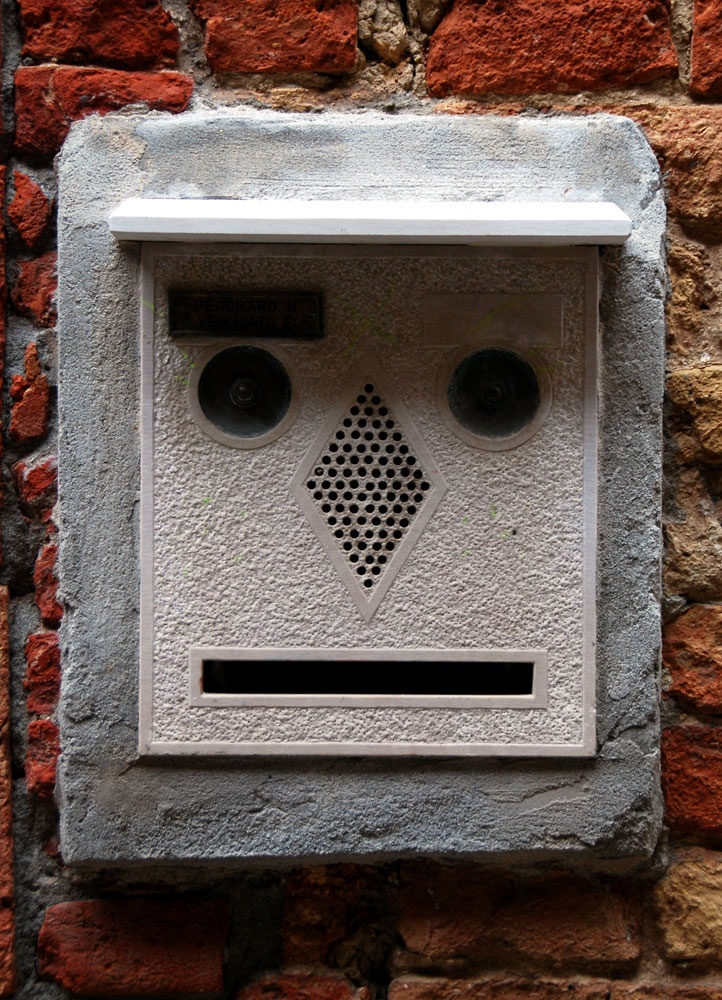 Postal.....Bailey Zimmerman: Curious Faces, Interesting Faces, Faces In Unexpected, Face Pareidolia, Funny Faces, Accidental Faces, Caricatures Illusions Faces, Faces In Unusual