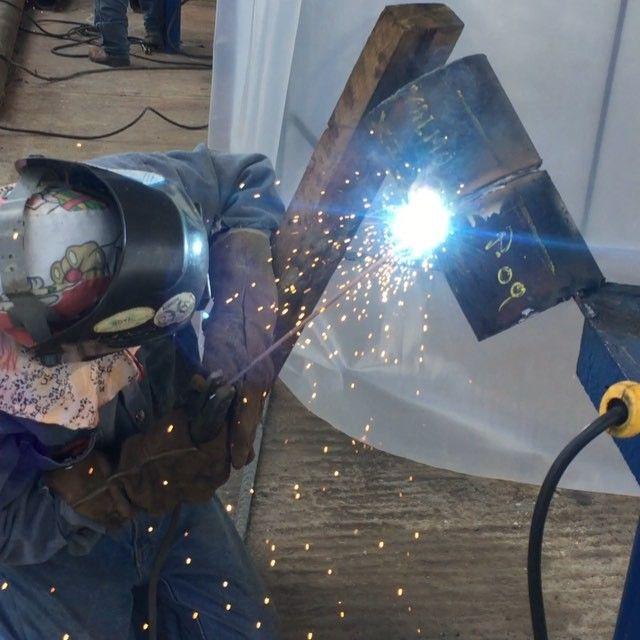 Welding tests! Prueba de soldadura.  #roranca     #oilandgas #oil #energy #industry #industrial #heavyequipment #venezuela #friday #machine #machinery #welding #pipeline #gas #caterpillar #johndeere #tools #engineering #fabrication #valve #drilling #refinery #petrol #petroleo #welder