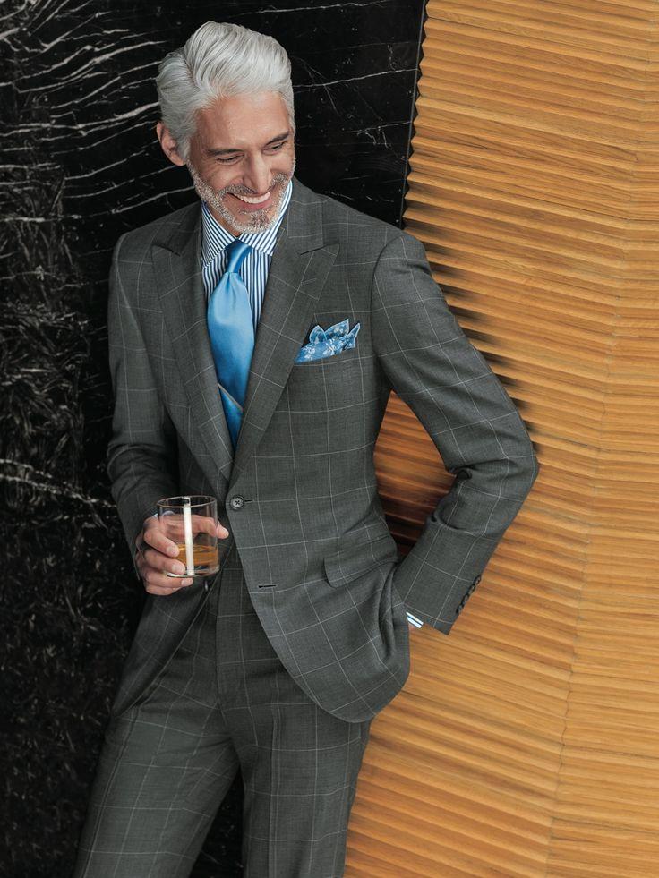 グレースーツ ウィンドーペンチェック 着こなし 水色ライトブルーネクタイ 男性の服 スタイリッシュな男性 メンズファッション