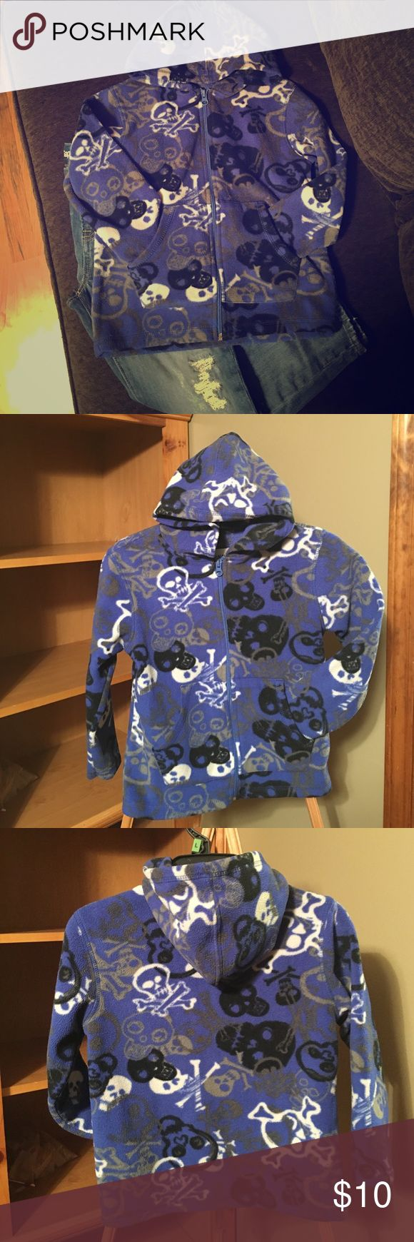 Boy's Old Navy Zip Up Hooded Fleece Boy's Old Navy zip up hooded fleece. PERFECT CONDITION. Skulls and crossbones ☠️ Oh My! 😱 Perfect for your little rocker. 🤘🏼 Old Navy Shirts & Tops Sweatshirts & Hoodies