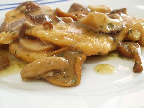 Cotolette di pollo con salsa ai funghi.