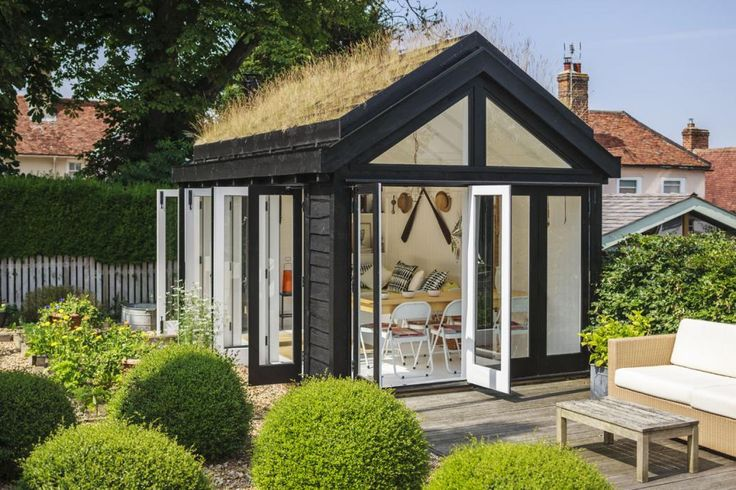Contemporary shed/home office/summer house/extra bedroom... love the dark exterior and weatherboard contrasting with the light filled interior