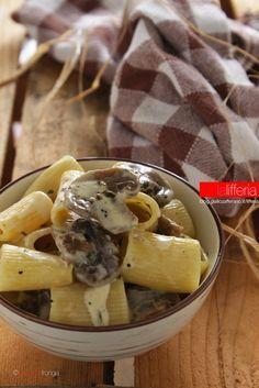 Pasta con salsa di Parmigiano Reggiano e funghi