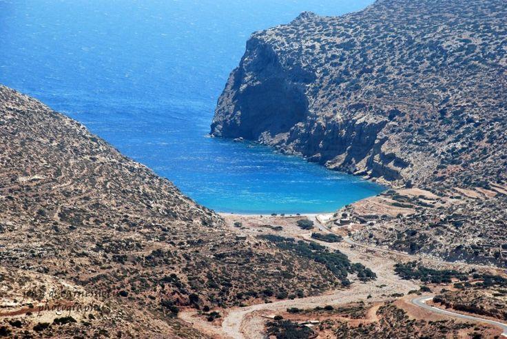 Κάσος - Χέλατρος...Μια ήσυχη και απομακρυσμένη παραλία, με βότσαλα και πεντακάθαρα γαλανά νερά σε ένα πανέμορφο τοπίο στο νότιο τμήμα της Κάσου.