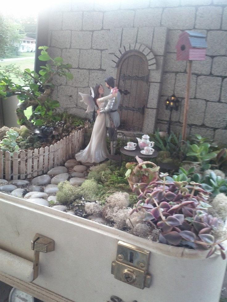 """fairy garden in a vintage suitcase. This is my mom's creation for my sister's wedding. The picture doesn't do it justice"": Fairies Gardens In A Suitca, My Sister, Fairies Minitur Gardens"