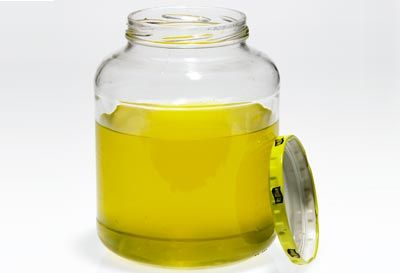 Clearing a Clogged Kitchen Sink Drain with left over pickle juice/vinegar  Image: Mitch Mandel