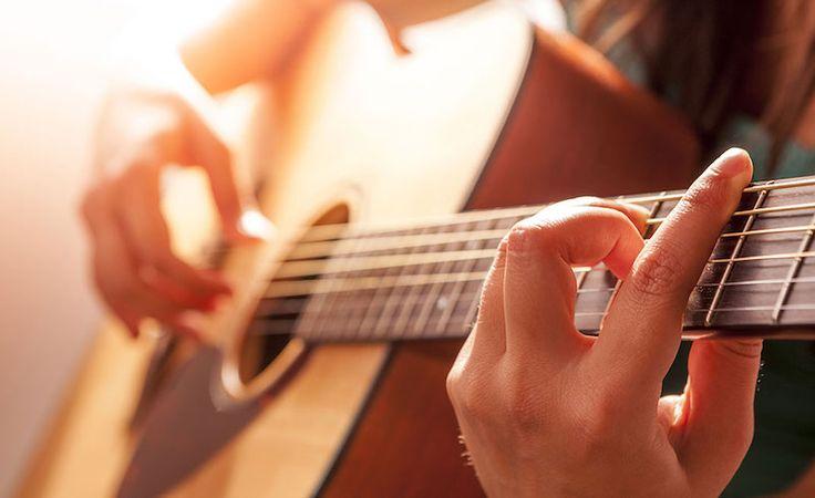 Îți Place Chitara? Iată Cele Mai Bune Aplicații Ce Te Pot Ajuta Să Înveți Acest Instrument