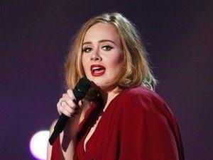 Adele dedica su concierto de anoche a Angelina Jolie y a Brad Pitt