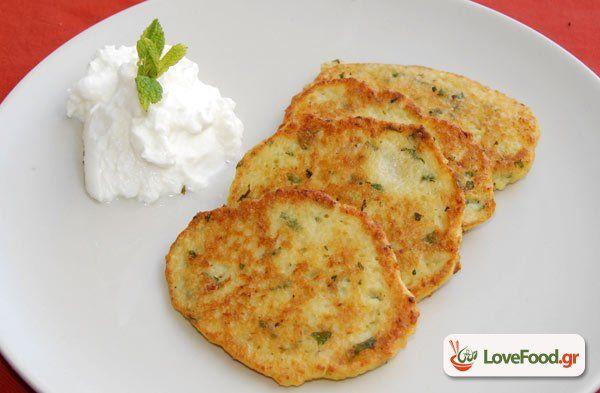 Τηγανίτες πατατάς από την Πολωνία (πλάτσκι ζιμνιετσάνε) συνταγή από το loveFood. Δείτε και δοκιμάστε Συνταγές Μαγειρικής που αγαπάμε!