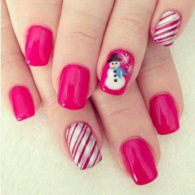 Uñas navideñas con base rosa. <3