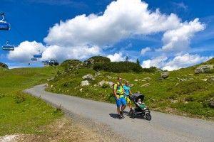 Selber gehen oder die #Seilbahn benutzen, alles ist möglich beim #Bergwandern mit #Kindern in #Obertauern. #wandern #berge #sommer #sommerurlaub #urlaub #familie #aktiv #tauern #see #baden