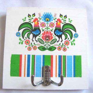 #Cuier cu #motive #tradiţionale, cuier din #lemn pentru #haine - motive #florale #Româneşti şi #cocoşi. #Hanger with #traditional #motif, #wooden hanger for #clothes - Romanian #floral #motifs and #cocks. #옷을 #입히기위한 나무 #옷걸이 - #루마니아 꽃 #무늬 #모티브와 #자지. https://handmade.luxdesign28.ro/produs/cuier-cu-motiv-traditional-cuier-din-lemn-pentru-haine-27786/