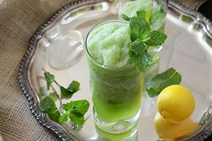 Limonana (Middle Eastern Frozen Mint Lemonade) this sounds like such a ...