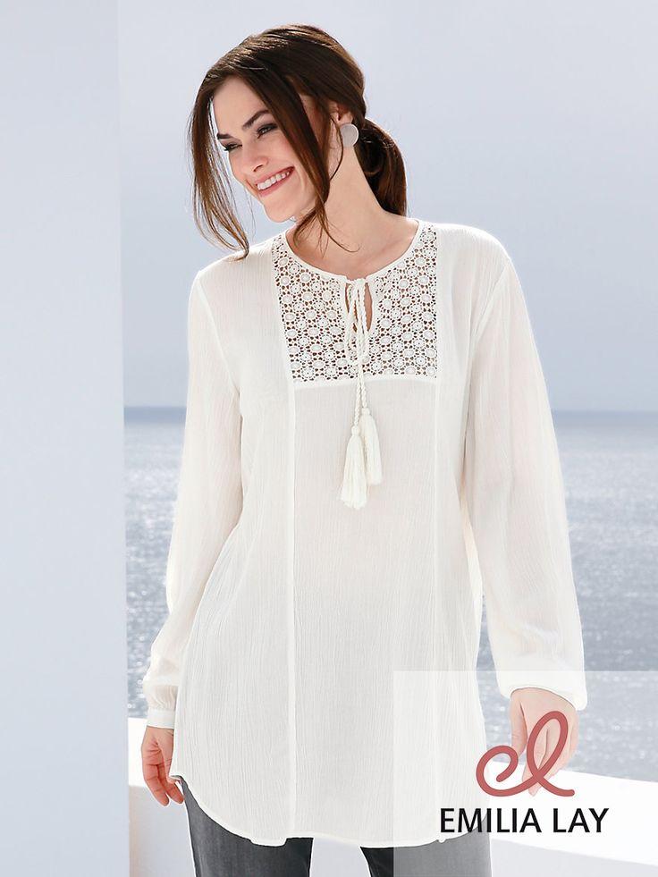 Strahlend in weiß: Die Bluse von Emilia Lay!