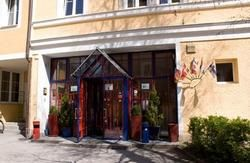 Yoho International Youth Hostel Salzburg- Plays Sound of Music twice a day!