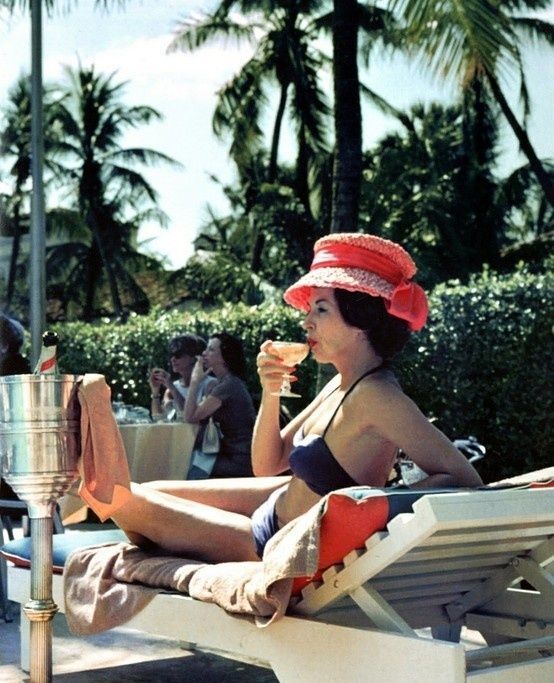 Leisure and Fashion 1961 // Slim Aarons  // Colony Hotel, Palm Beach, Florida, 1961