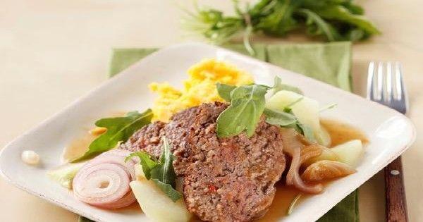 1. Das Fleisch mit KNORR Spaghetti Bolognese mischen und mit den Händen zu einem Braten formen und in eine Gratinform legen. Den braten im 160 Grad vorgeheizten Backofen in der Mitte ca. 1 Stunde backen.2. Inhalt des KNORR Bratensauce Töpfli mit 2 ...