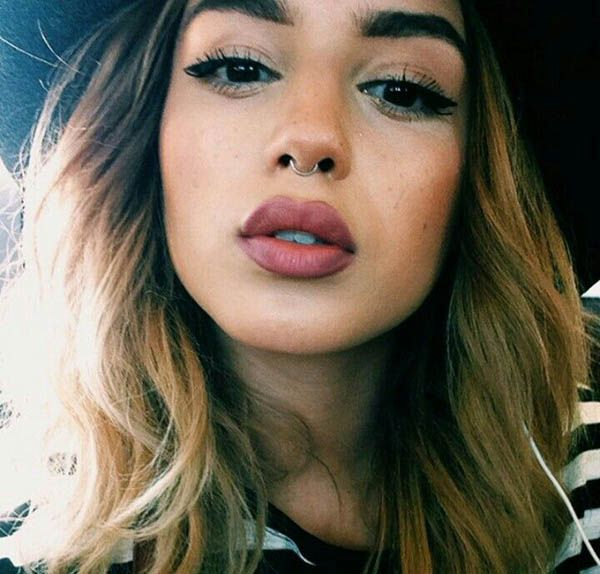 Lily May Mac piercing no septo                              …